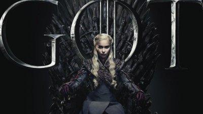 Daenerys sentada no trono de Game of Thrones