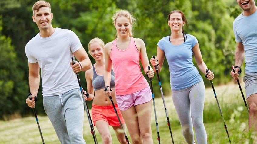 Pessoas se exercitando