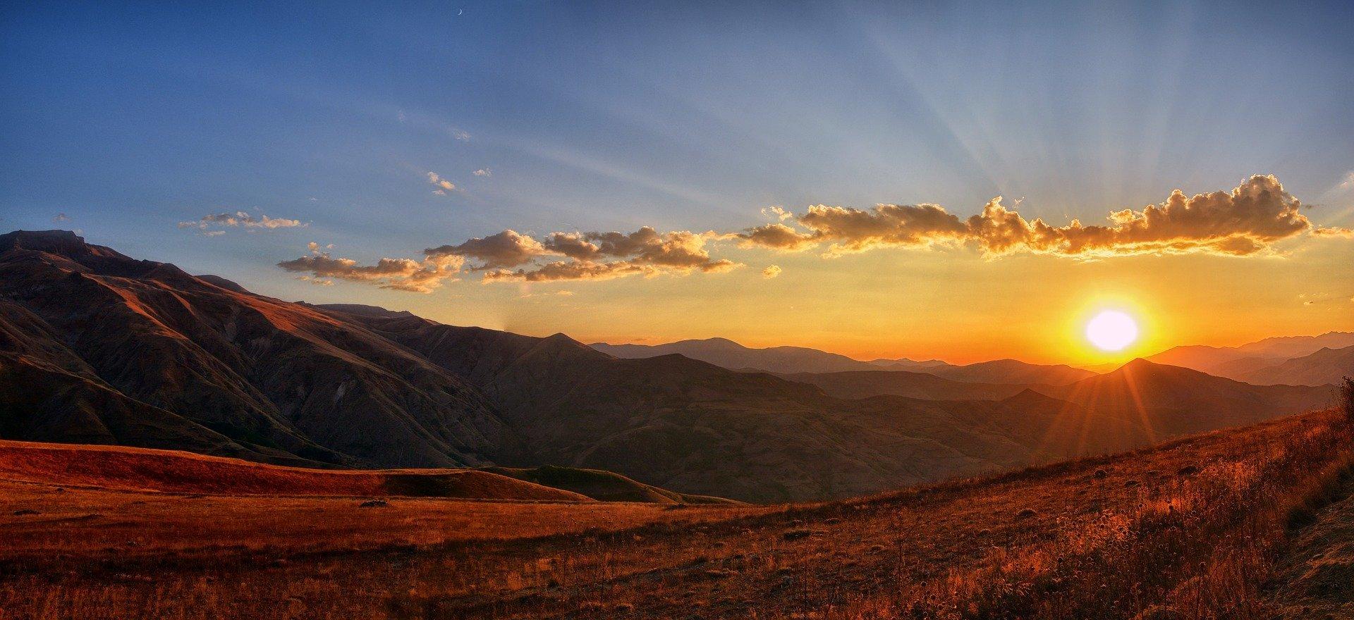 Imagem de amanhecer em campo