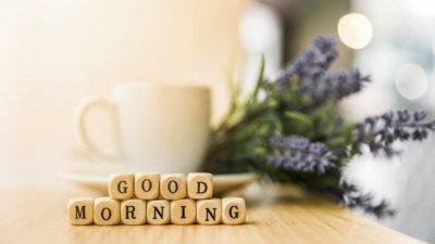 Blocos de madeira formando as palavras Good morning.