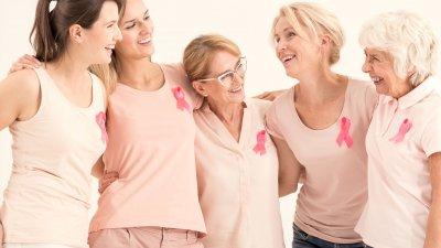 Fita rosa ao fundo, com um laço de tom rosa mais claro sobrepondo.