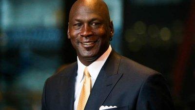 Michael Jordan sorrindo