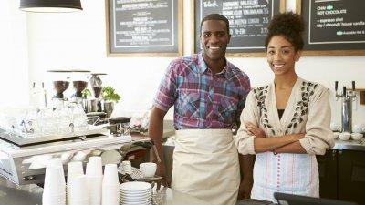Empresários donos de uma cafeteria.