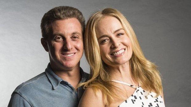 Luciano Hulk e Angelica pousando para foto sorrindo