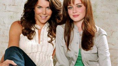 Personagens principais de Gilmore Girls / Duas mulheres sorrindo