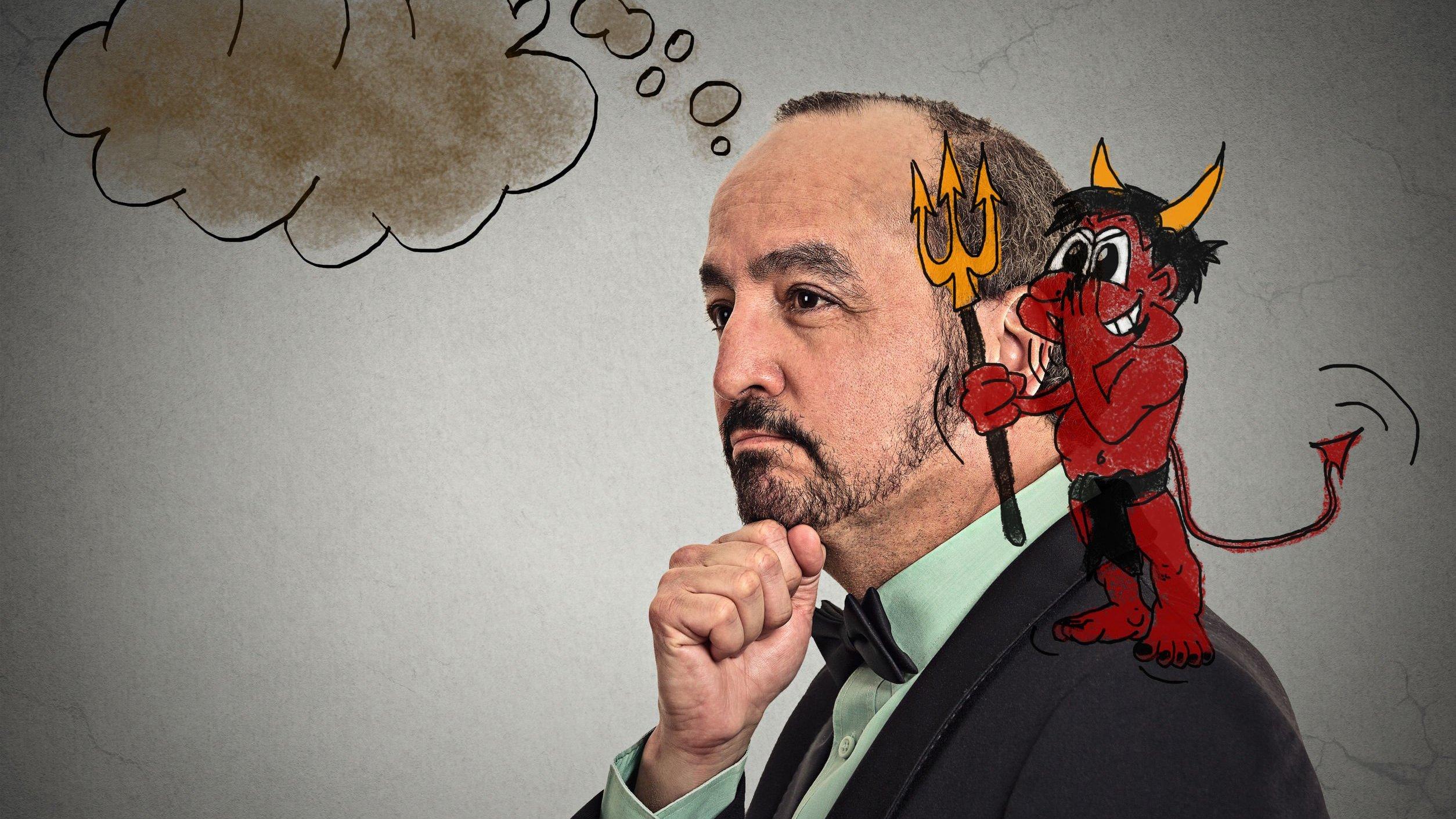 Homem pensativo com desenho de diabinho cochichando em seu ouvido