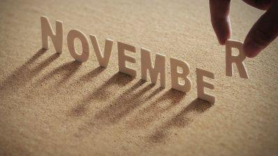 Letras formando a palavra novembro escrita em inglês