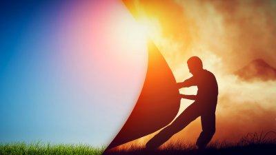 Ilustração gráfica de silhueta de homem puxando pano mudando a paisagem de dia nublado para dia de sol