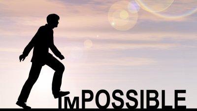 Ilustração gráfica de silhueta de homem pisando na sílaba im da palavra impossível, escrita em inglês