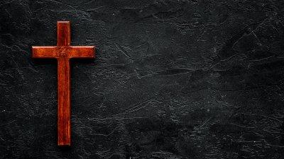 Imagem preta com cruz