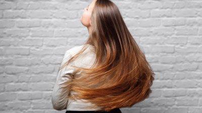 Mulher de cabelo liso