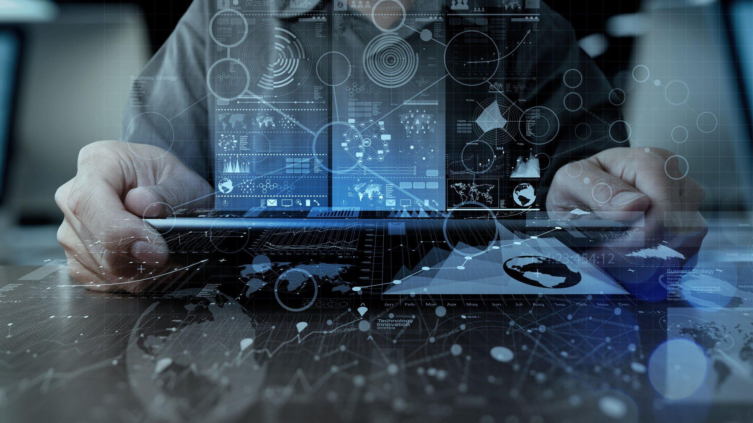 Ilustração gráfica de mão de empresário trabalhando com computador tablet digital de tecnologia moderna e efeito de camada digital como conceito de estratégia de negócios