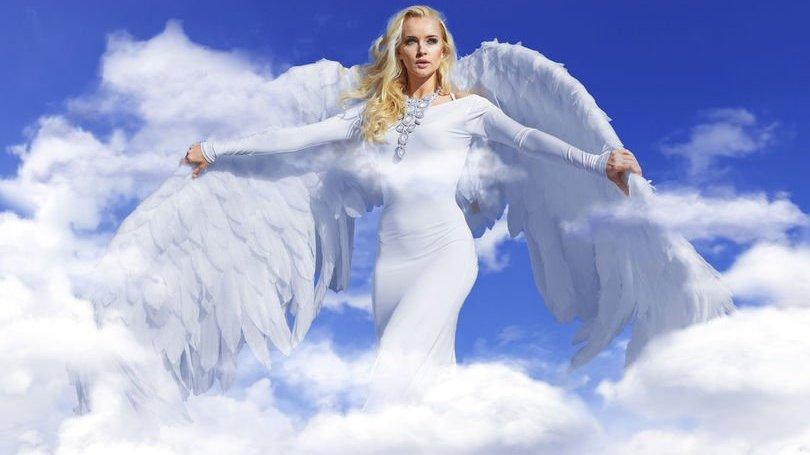 Mulher com asas de anjo