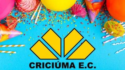 Balões de aniversário e artigos de festa com o logo do time de futebol Criciúma
