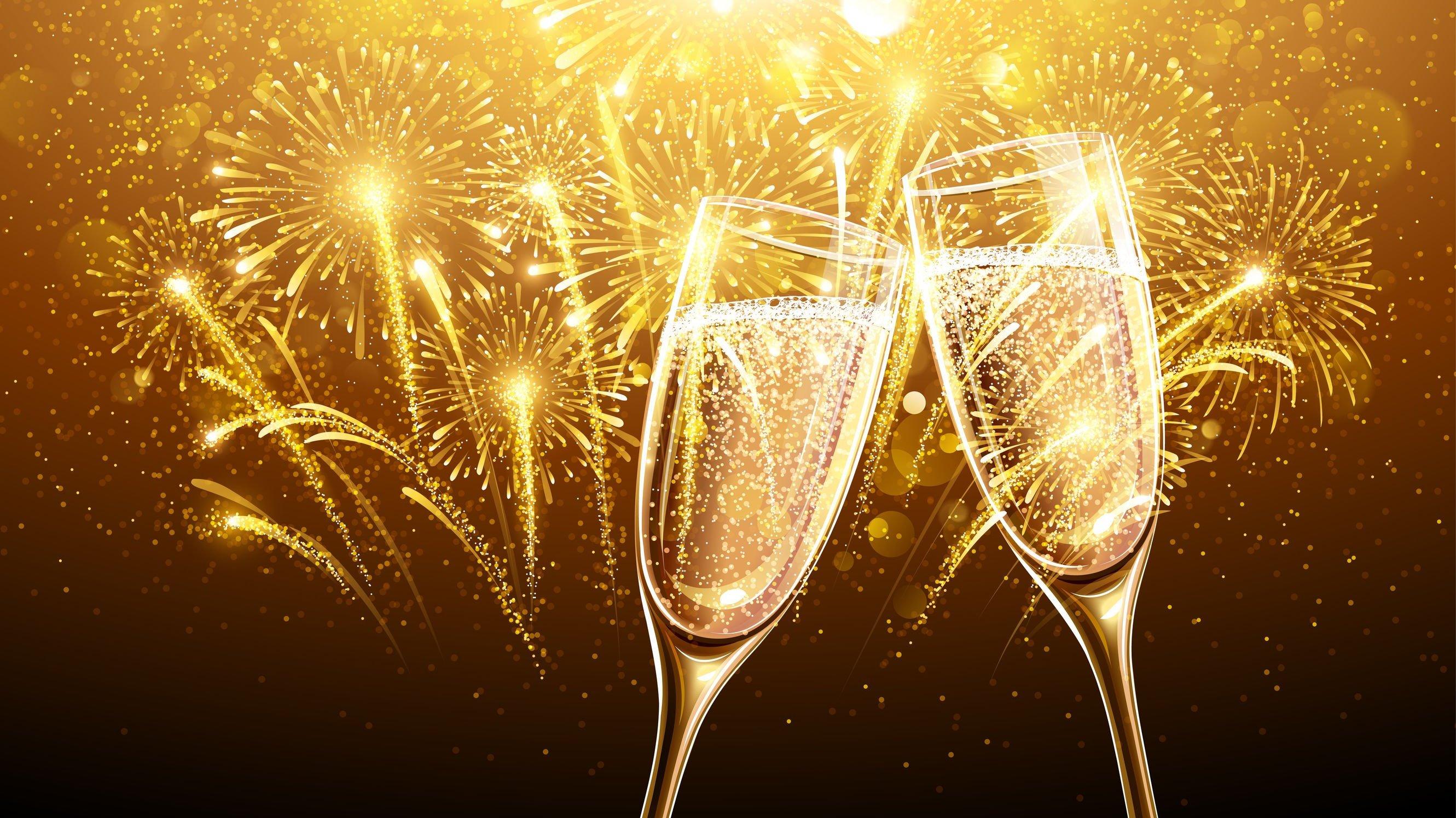 Duas taças de champagne com fogos de artifício no fundo
